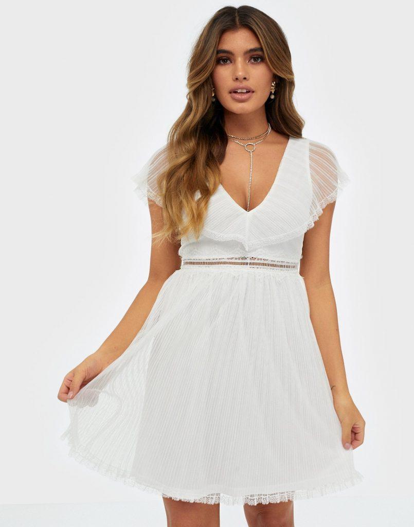 Spetsklänning från Nelly.com