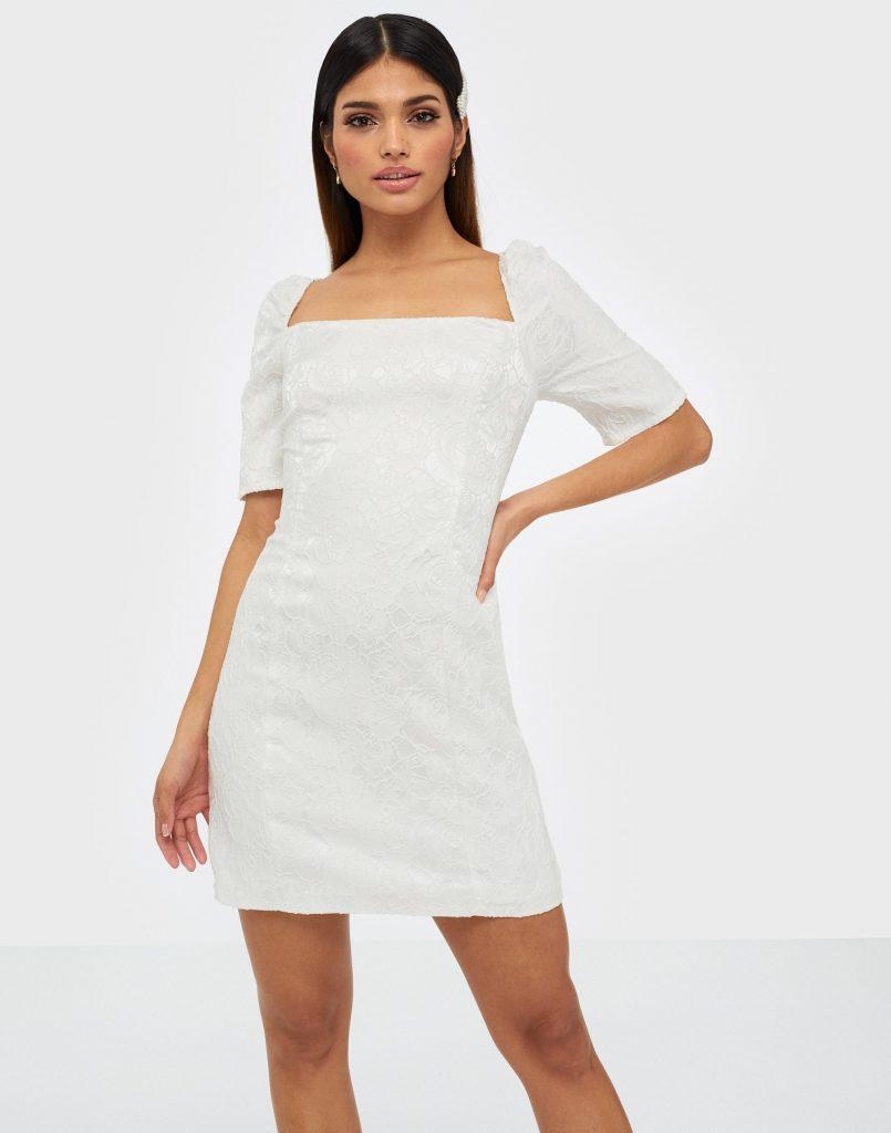 Fodralklänning från Nelly.com